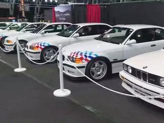 21 aut tragicky zesnulého herce včetně 5 stejných BMW se rozprodalo za obří sumu