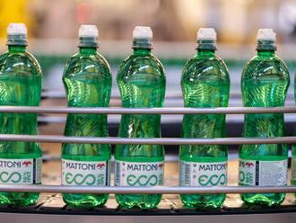 Za použitou PET tři koruny. Mattoni rozjíždí vracení lahví, neproplatí ovšem každou