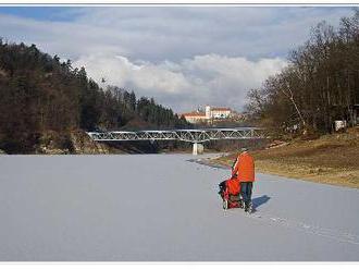 Kočíkovať na zamrznutom jazere, alebo nie?