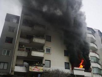Hrozivý požiar v Bratislave zvládli ľudia aj hasiči