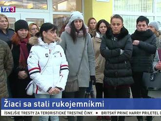 Štrajk učiteľov v Martine pokračuje, rodičia vyzývajú riaditeľku k odstúpeniu