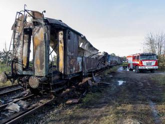 V muzeu v Jaroměři hořelo pět železničních vagonů