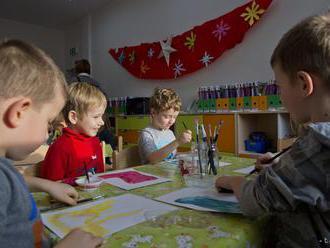 Rezort školstva: V znevýhodnených oblastiach chýba v MŠ 600 miest
