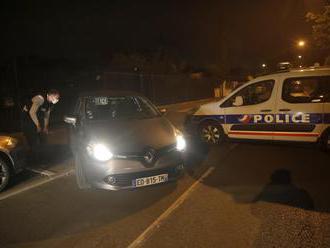 Paríž zverejnil meno zavraždeného učiteľa. Rusko sa od vraha dištancovalo