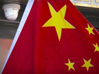 Čína upravila zákon, ktorý bude kriminalizovať zneuctenie štátnej vlajky