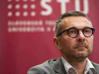 Akademický senát STU rokoval o odvolaní rektora, médiám zakázali zhotovovať audiovizuálne záznamy