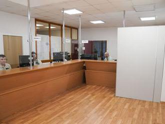 Oddelenia cudzineckej polície zostávajú zatvorené do 8. novembra
