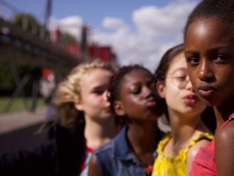 Netflix odmieta šírenie pedofílie a nestiahne kontroverzný film o malých tanečníčkach