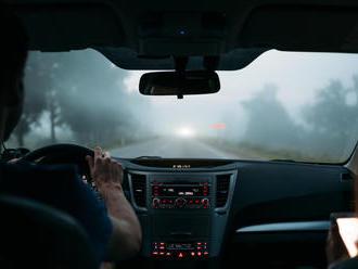 Poradíme vám, ako sa zachovať na ceste počas silnej víchrice