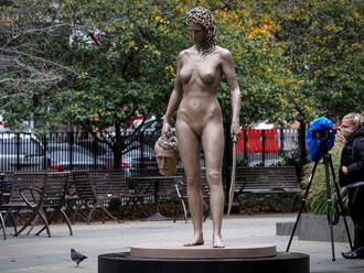Nahá Medusa s uříznutou hlavou Persea. Socha se pro ženy stala symbolem spravedlnosti