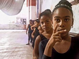 Nebe i peklo Kuby, přes kterou se valily dějiny. Film vypráví o mytickém ostrově