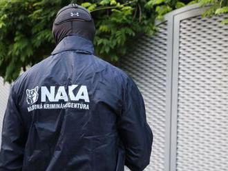 NAKA realizuje medzinárodnú protidrogovú akciu, zadržala podozrivé osoby