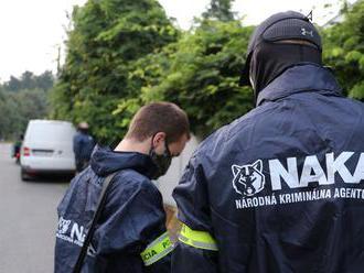NAKA zadržala v rámci akcie Cisár 12 osôb, zasahovalo takmer 200 policajtov