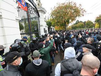 Na proteste zadržali niekoľko ľudí. Mikulec: Spravodlivosti neujdú