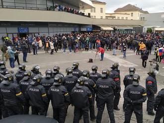 Záchranári museli počas protestu v Bratislave ratovať dvoch ľudí