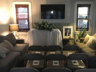 Za dverami čakalo morbídne prekvapenie: Narodeninový oslávenec sa ocitol na vlastnom pohrebe