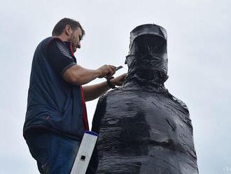 Socha Juraja Tranovského v L. Mikuláši prechádza rekonštrukciou
