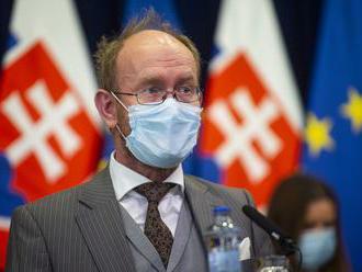 Matovičov infektológ Jarčuška je uvádzaný ako riaditeľ mimovládky, ktorú sponzoruje výrobca vakcín P