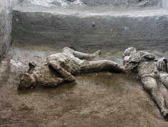 V Pompejach našli zachované pozostatky dvoch ľudí