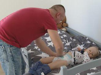 Podmienky, za ktorých môžu brať otcovia materské, sa možno budú meniť