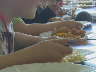 Obedy zadarmo chcú vraj potichu zrušiť. Nahradí ich dvojnásobný daňový bonus