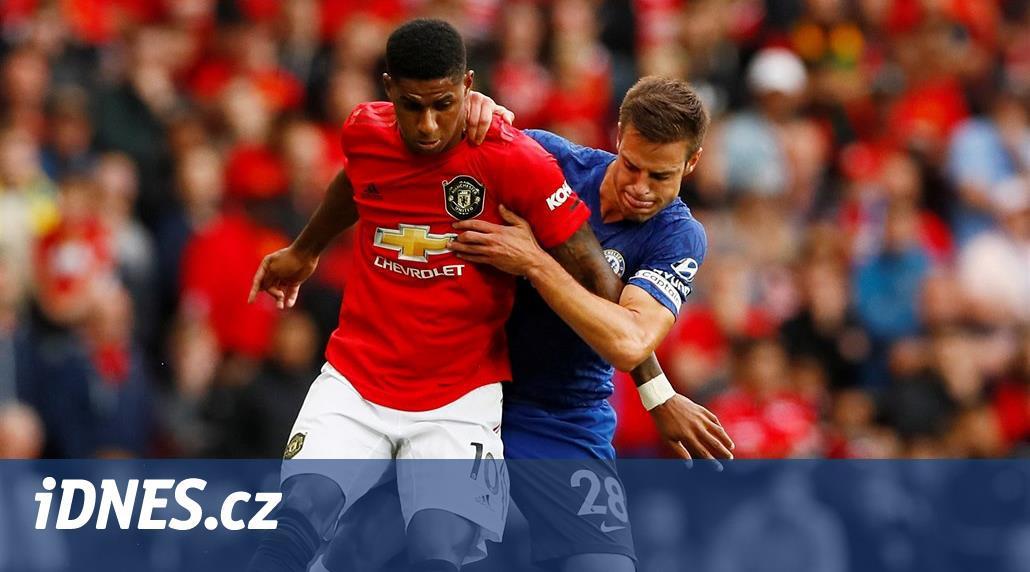 Fotbalisté Chelsea hrají v anglické lize s Manchesterem United