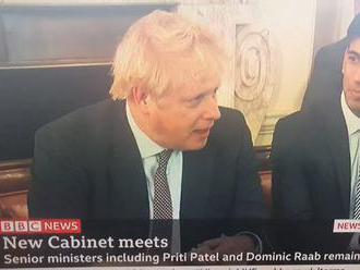 Boris Johnson donutil svou vládu, aby skandovala jeho nepravdivá hesla