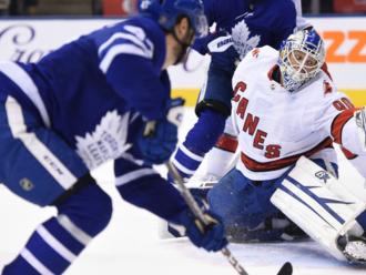 Najkrajší príbeh NHL: 42-ročný amatér zbehol z tribúny a vychytal víťazstvo