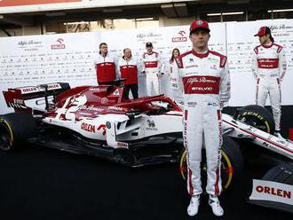 Prvé testy odtajnili už aj Räikkönenovu beštiu. Zaujala kópia vlaňajšieho Mercedesu