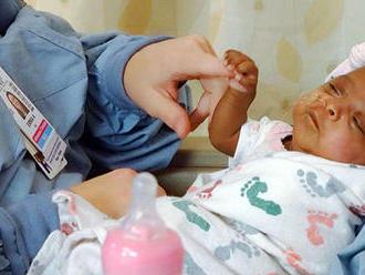 Zdravotníka, ktorý ublížil bábätkám, odsúdili v USA na 13 rokov