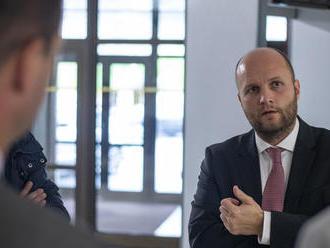 Plat vodiča generálneho tajomníka služobného úradu na MO bol takmer 4500 eur, tvrdí OĽaNO