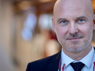 Minister školstva Gröhling: Prvý kostlivec, ktorého vidím v skrini, je futbalový štadión