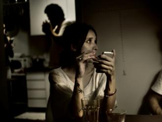 Alkoholom proti korone, ale nie proti nude či osamelosti