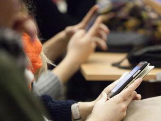 Boj proti koronavírusu: Sledovanie mobilov aj podpora rodín