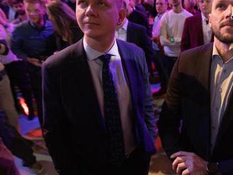 Pravidlo o vytváraní koalícií strany vo voľbách obchádzali, hovorí ústavný právnik