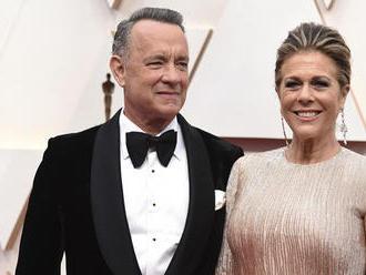 Tom Hanks sa s manželkou po uzdravení už vrátili do Los Angeles