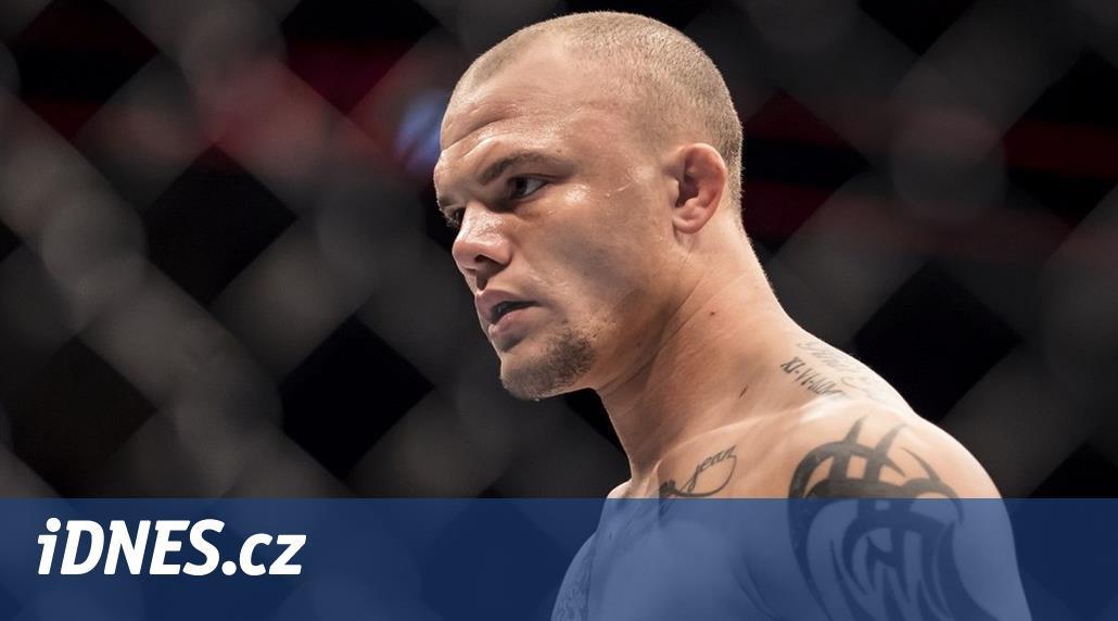Bizarní souboj: vetřelec vtrhl do domu MMA zápasníka, ten ho nemohl skolit