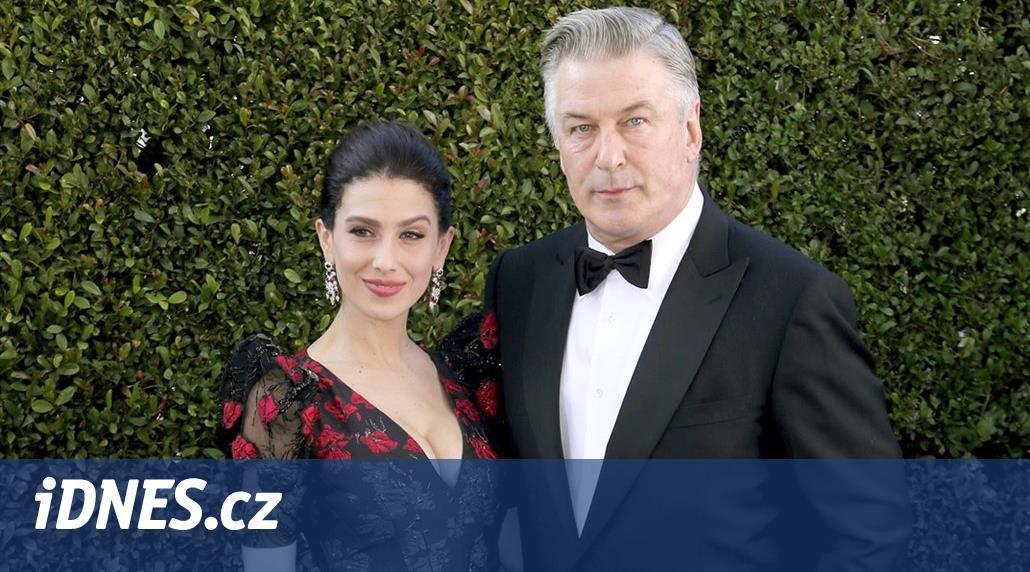 Po dvou potratech je Baldwinová opět těhotná. S hercem popáté čeká dítě