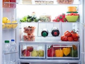 Potraviny, ktoré skladujeme zle: Tiež dávate paradajky alebo cibuľu do chladničky?