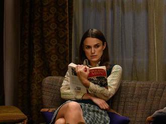 Keira Knightley ve filmu Problémissky útočí na patriarchát stříkací pistolí