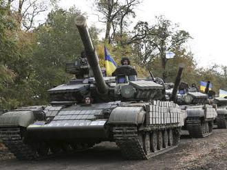 Ukrajinci informovali o 12 ostreloch ukrajinských pozícií
