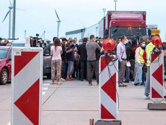 Blokáda hraníc sa skončila, vydali pokyny na prechod do karantény