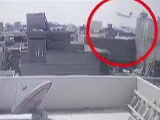 Kamera zachytila pád pakistanského airbusu, už poznajú aj príčinu nešťastia