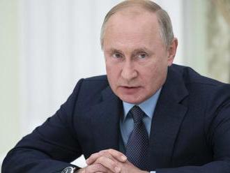 Šamanovi, ktorý chcel vyhnať z Putina démona, nariadil súd psychiatrickú liečbu
