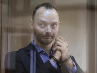 Safronov viněný z předání tajné informace Česku zůstane ve vazbě
