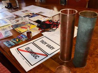 Věž olomoucké radnice bude ukrývat dokumenty i tvarůžkové ponožky