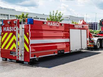 Podnikoví hasiči mladoboleslavské škodovky disponují velkoobjemovým hasicím kontejnerem Rosenbauer,