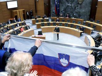 Vyšetrovanie kolegu: Slovinský minister vnútra na protest odstúpil