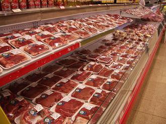 U zamestnancov nemeckého bitúnka, ktorý dováža mäso aj na Slovensko, potvrdili koronavírus. Veteriná