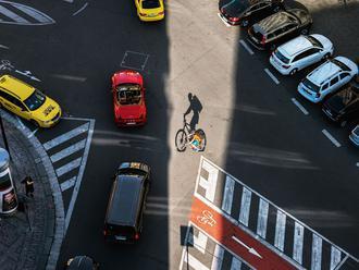 Praha jinak. Fotograf vystoupal ve věžích čtyři kilometry, aby zachytil kouzlo ulice